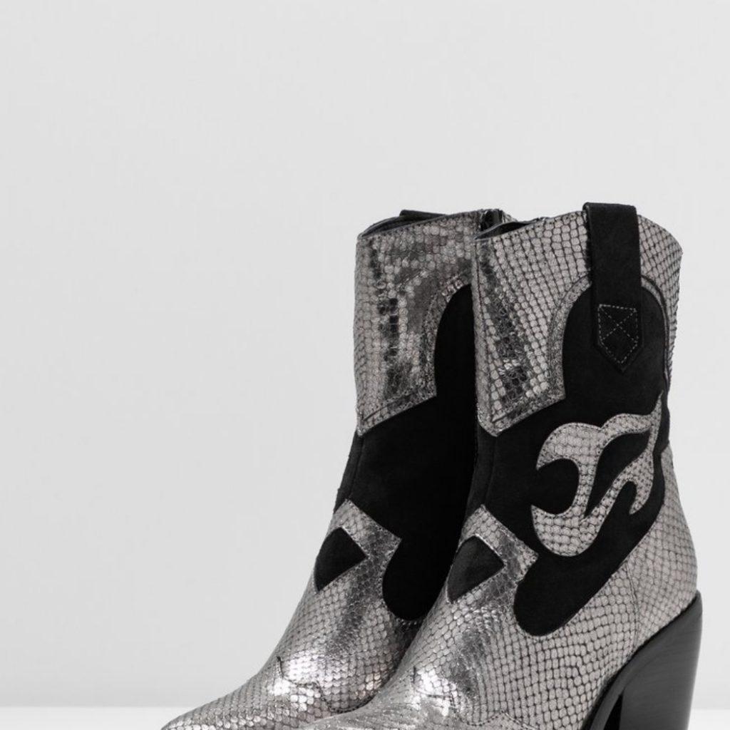 bottines cowboy argentées et noires