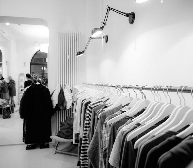 Showroom de mode pour femmes à Toulouse.