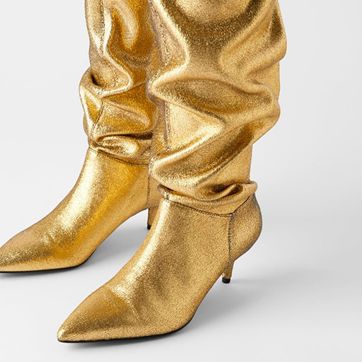 Chaussures dorés pour femme.
