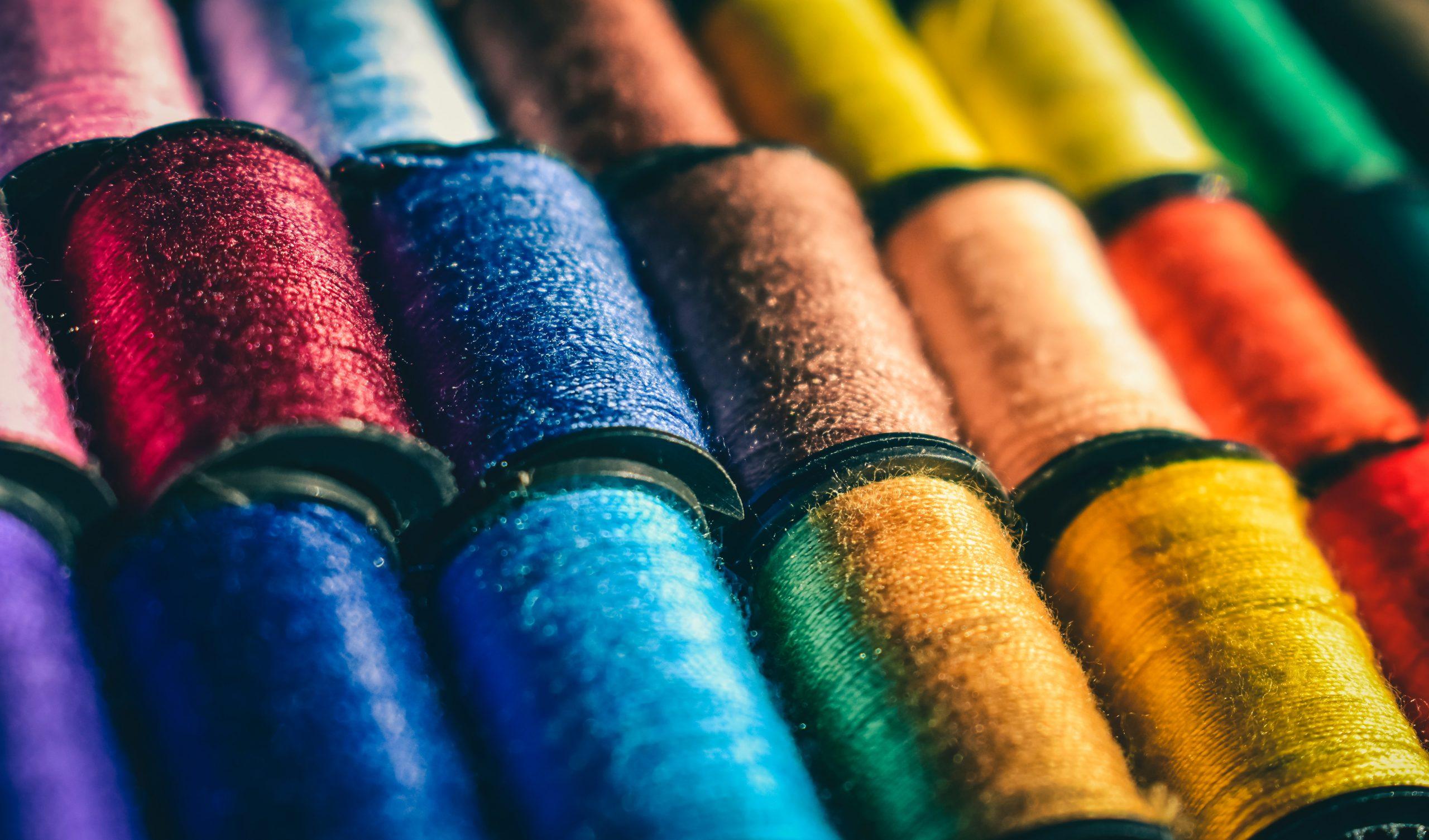 assortiment de bobines couleur