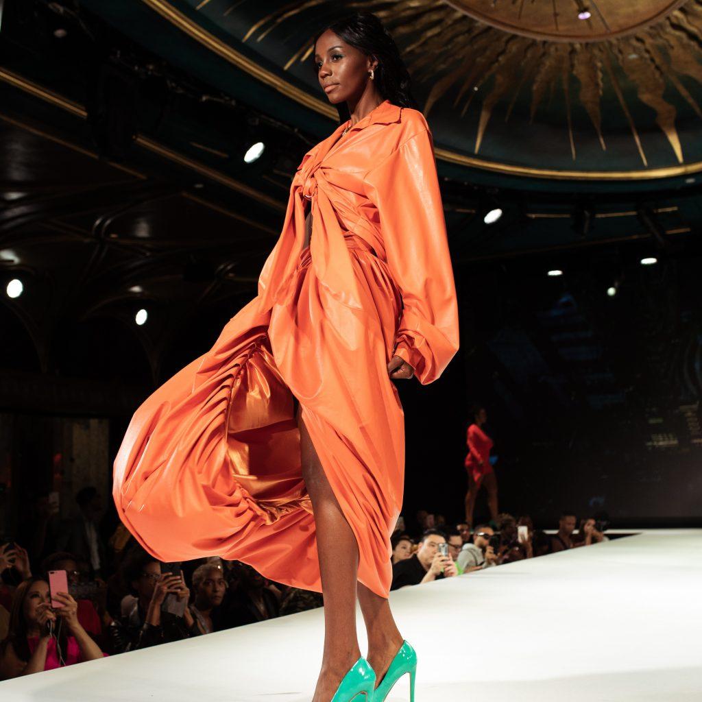 femme défilé de mode